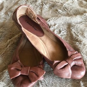 Bare Traps Lucy flats - size 8